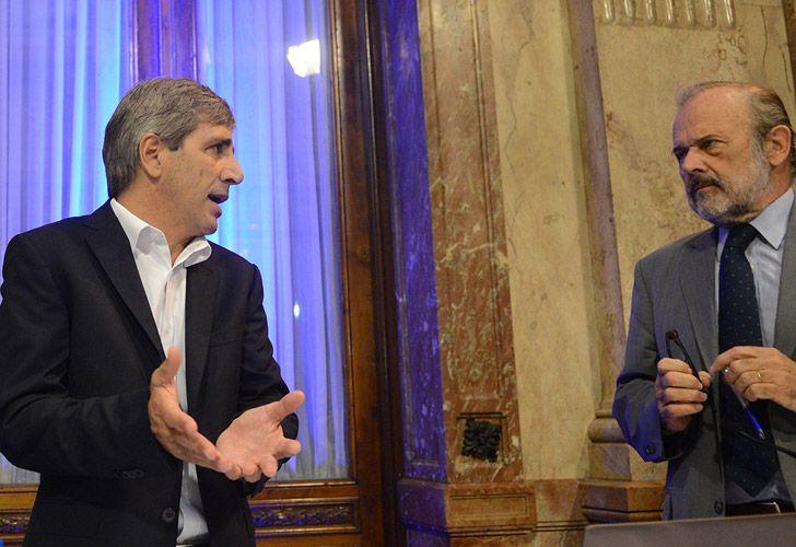Caputo junto al diputado Eduardo Amadeo. Foto: Pablo Cuarterolo - Cedoc.