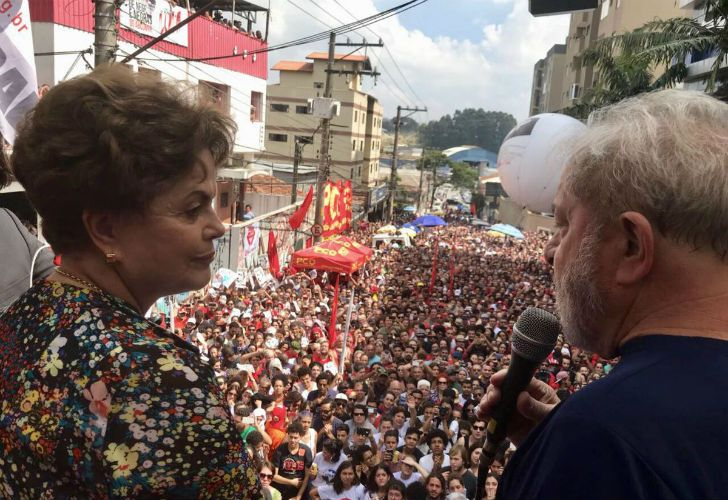 Dilma Rousseff, su sucesora en la Presidencia, no se apartó de su lado.