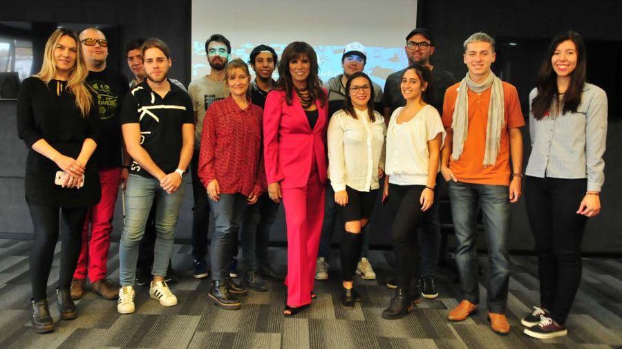 Anamá Ferreira con los alumnos