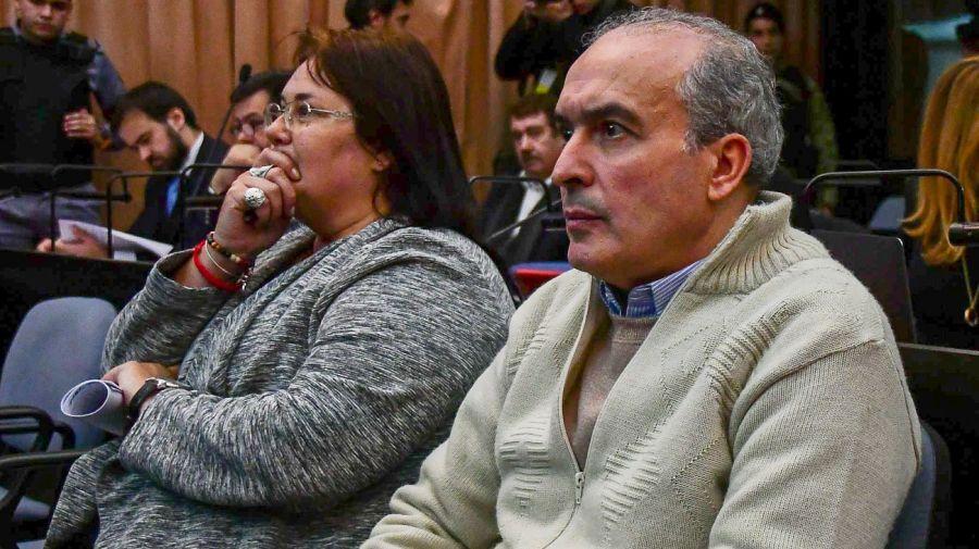 José López junto a su abogada, Pamela Bisserier.