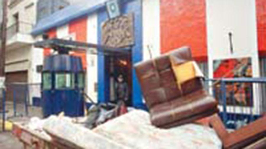 Así quedó la Comisaría 24 tras los incidentes. Foto: Cedoc.