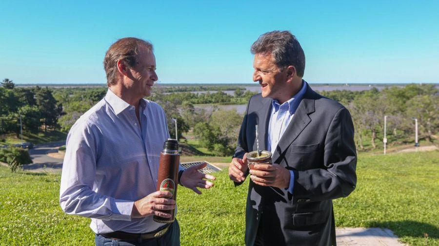 Gustavo Bordet, gobernador de Entre Ríos, junto a Sergio Massa.