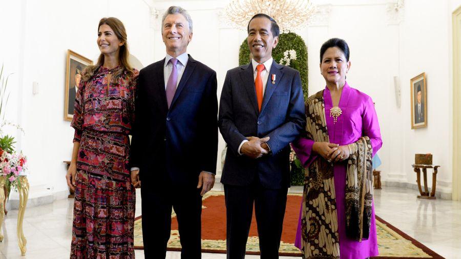 Juliana Awada y el presidente argentino Mauricio Macri fueron recibidos por su par de Indonesia, Joko Widodo, y su esposa, Iriana Jokowi. Crédito: Gentileza Presidencia de la Nación