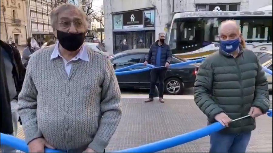 Luis Brandoni y Hernán Lombardi en la marcha del 17A.