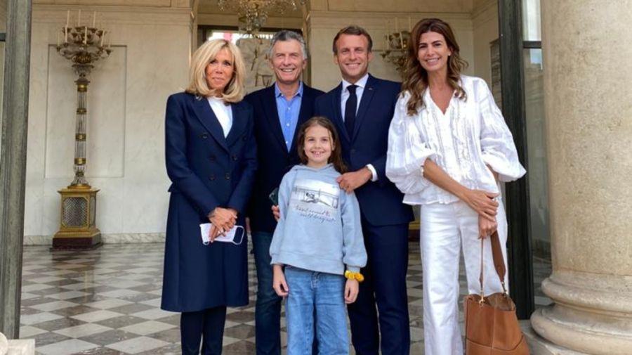 Macri, Awada, Antonia y la familia Macron. Foto: Cedoc.