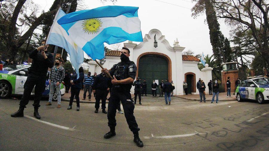 Protesta policial en Olivos
