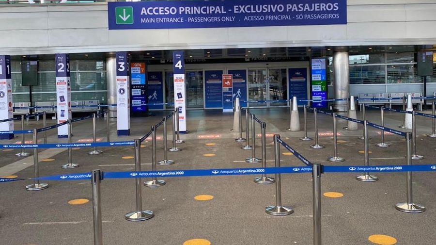 El aeropuerto de Ezeiza vuelve a recibir pasajeros. Foto: Cedoc.