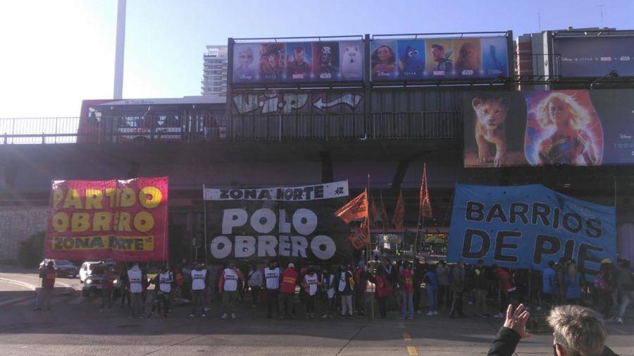 Protesta en Puente Saavedra, en el cruce de las avenidas General Paz y Cabildo. Foto: Prensa Obrera.