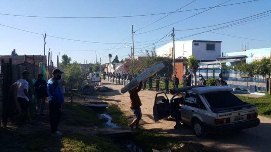 Desalojo en Escobar: los vecinos se retiraban en forma pacífica.