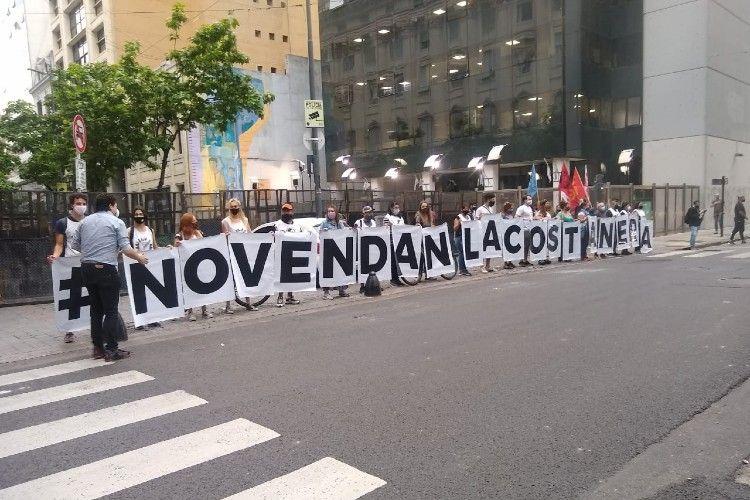 Protesta frente a la legislatura porteña contra la venta de Costa Salguero. Crédito: Agustín Jamele