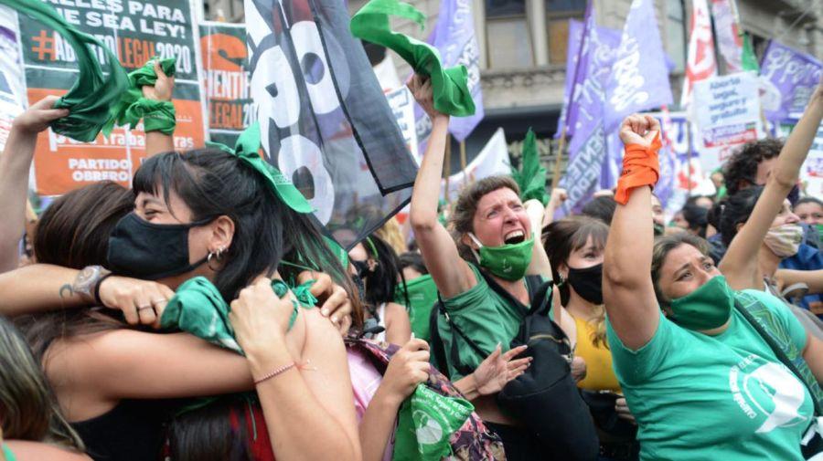 Festejos en el Congreso tras la aprobación del aborto en Diputados. Foto: Pablo Cuarterolo.