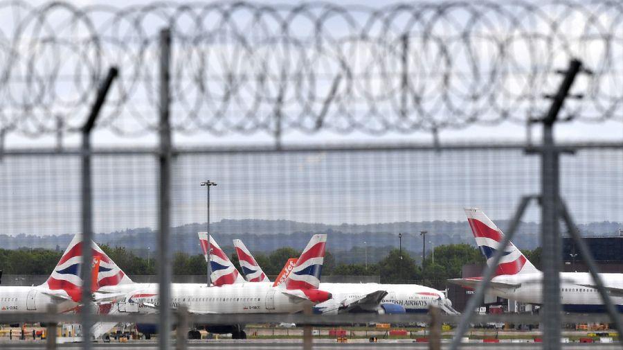 La nueva cepa del coronavirus se detectó en el Reino Unido, por lo que muchos países suspendieron los vuelos provenientes de la isla. Foto: AFP.