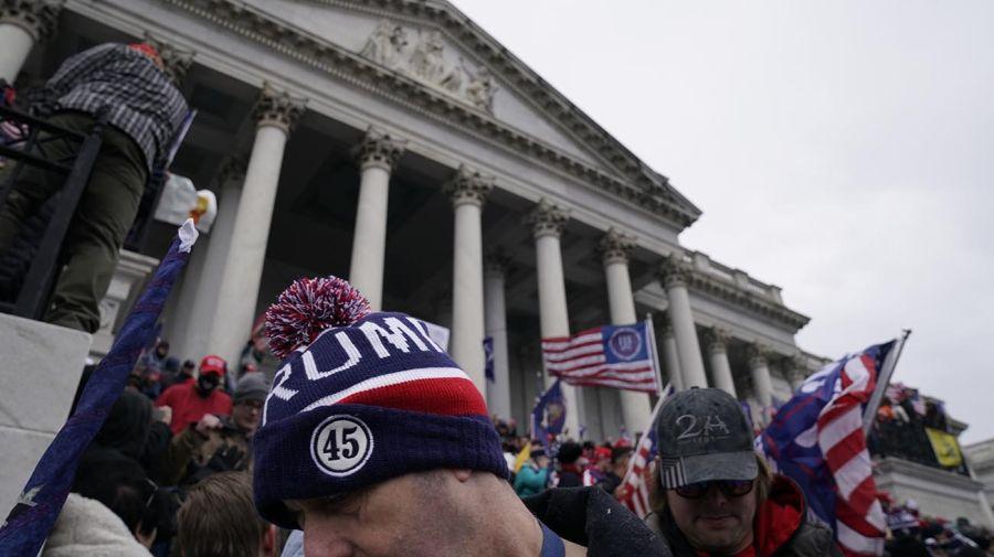 Militantes pro-Trump tomaron por asalto el Capitolio. Foto: AFP.