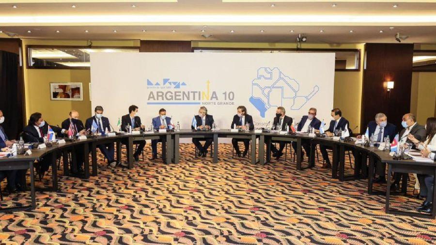 Alberto Fernández con los gobernadores del norte, que reclaman la suspensión de las PASO.