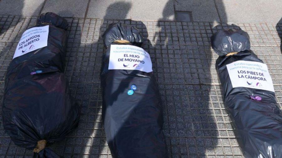 Bolsas mortuorias del 27F