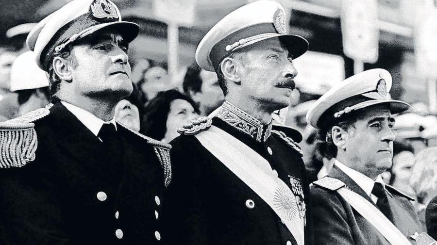Emilio Eduardo Massera, Jorge Rafael Videla y Orlando Ramón Agosti, artífices del golpe militar de 1976.