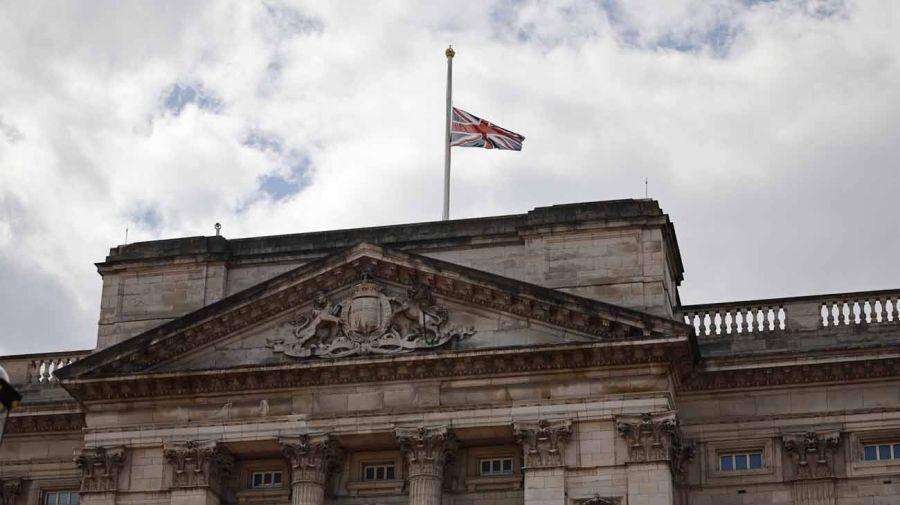 Banderas a media asta en el Reino Unido