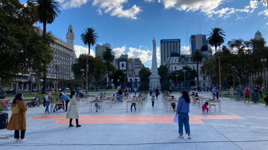 Reclamo por las clases presenciales en Plaza de Mayo.