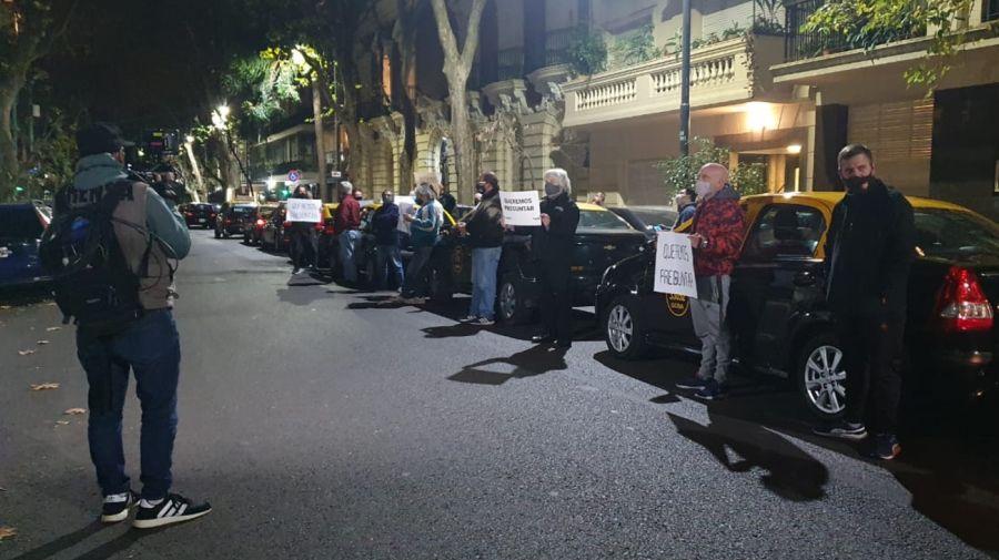 Taxistas protestan a las afueras del domicilio de la líder del PRO, Patricia Bullrich