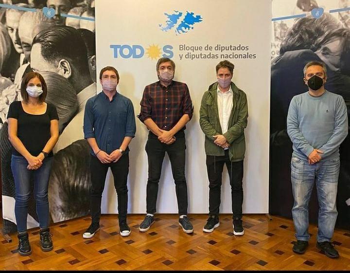 Referentes de la Cooperativa Patria al Hombro con Máximo Kirchner