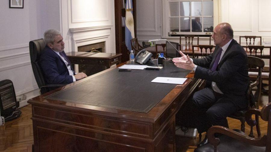El ministro de Seguridad, Aníbal Fernández, recibió al gobernador de Santa Fe, Omar Perotti.