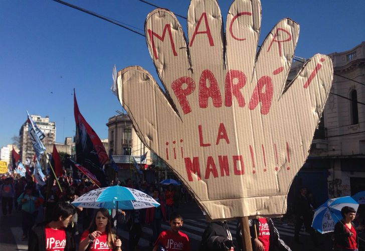 Miles de personas marcharon hacia Plaza de Mayo durante San Cayetano.