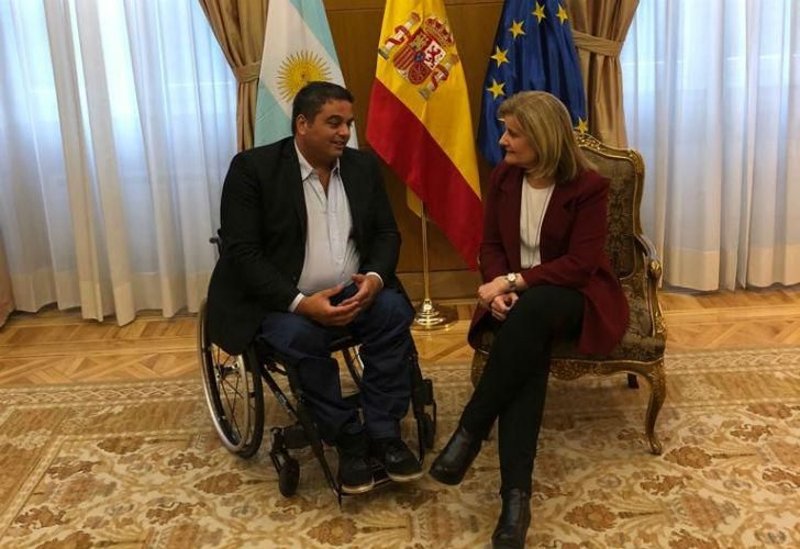 El ministro de trabajo junto a su par española, Fátima Báñez García.