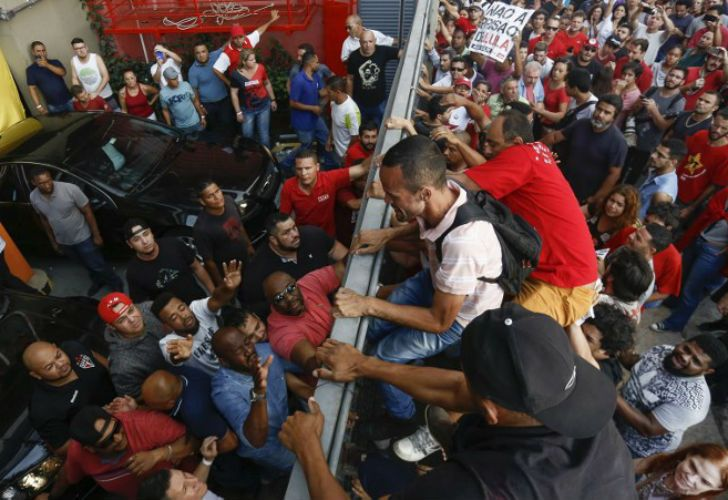 lula da silva sindicato manifestantes 20180407
