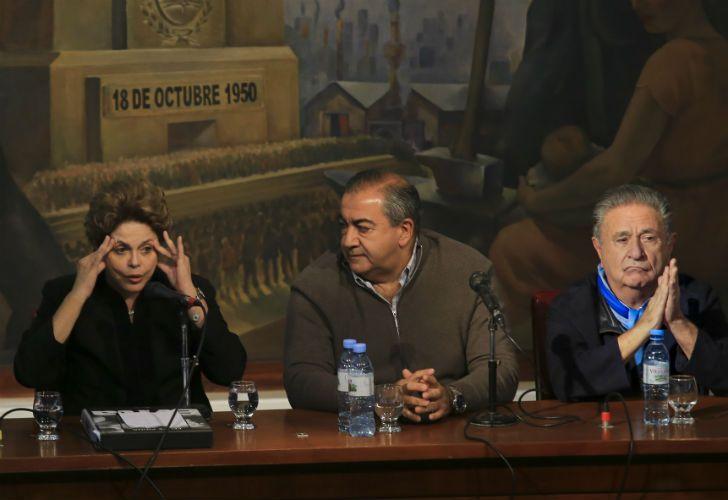 La ex presidenta de Brasil, Dilma Rouseff, junto al secretario general de la CGT Hector Daer y el ex presidente Eduardo Duhalde.