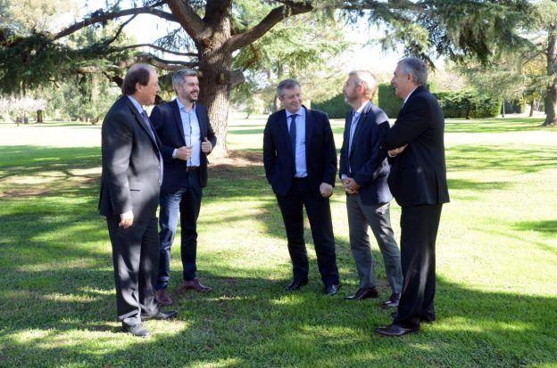 El Gobierno presiona a Ernesto Sanz para ser el candidato a vicepresidente en octubre.