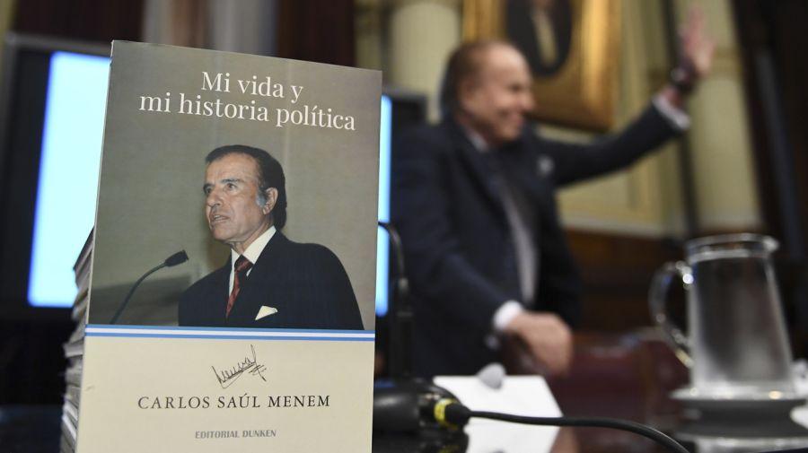 Menem presentó su biografía