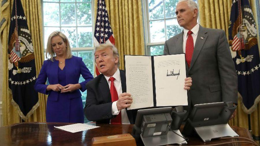 Trump firma el decreto sobre las familias de inmigrantes