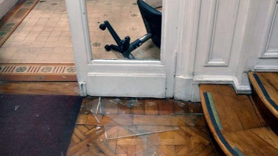 Destrozan el rectorado de la UBA por una toma