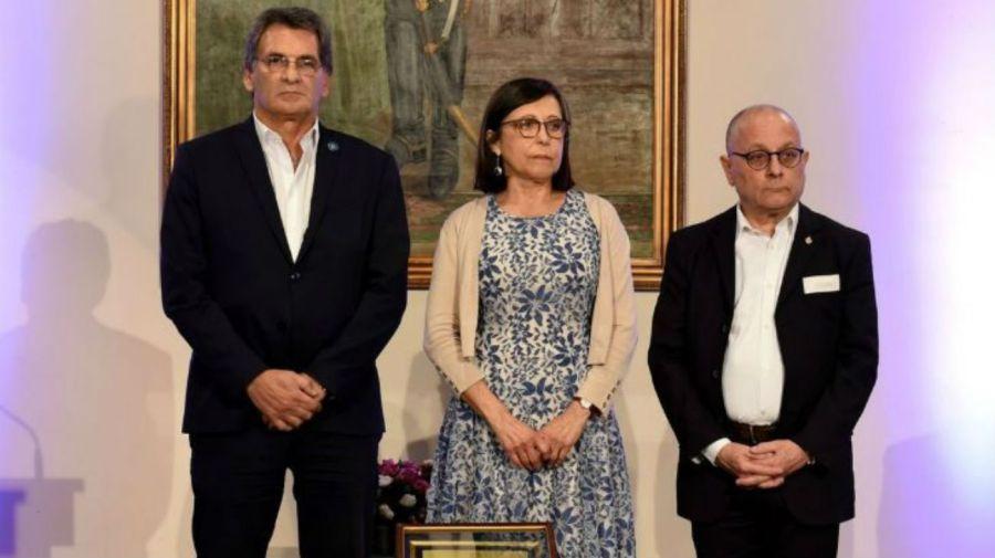 Carlos Avruj, secretario de DD.HH., y el canciller Jorge Faurie, junto a Isabel Mignone, en la entrega fallida del premio a Provea.