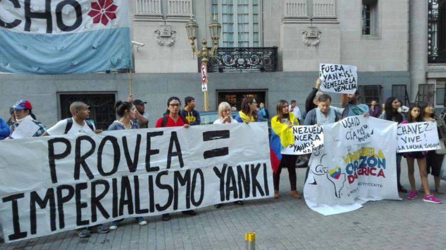 Militantes de Quebracho y otras organizaciones de izquierda protestaron por la entrega a Provea.