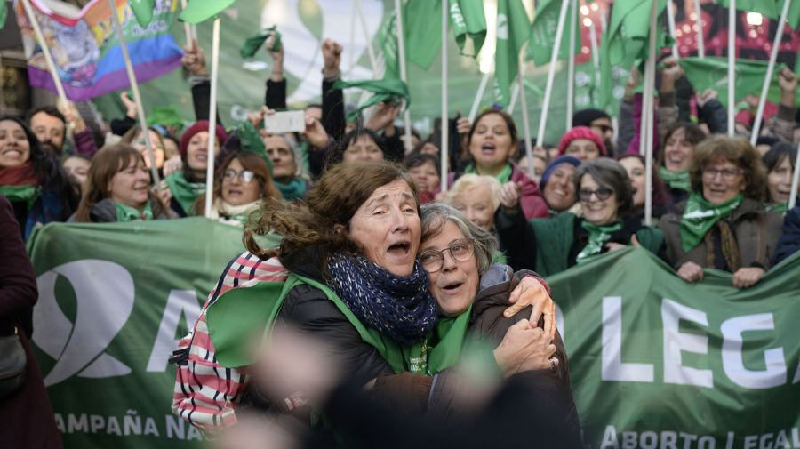 20180808_Gente_Mayor_a_Favor_y_Contra_aborto_g