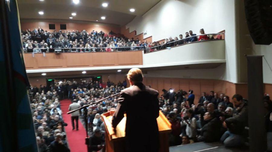 El jefe del Bloque Justicialista del Senado eligió para lanzarse el Teatro Metro de La Plata.