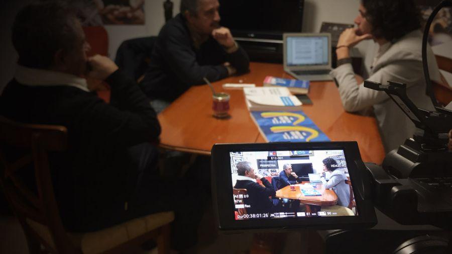Duhalde y Alfonsín con Agustino Fontevecchia en la sede del Movimiento Productivo Argentino - Nahuel Silvestro