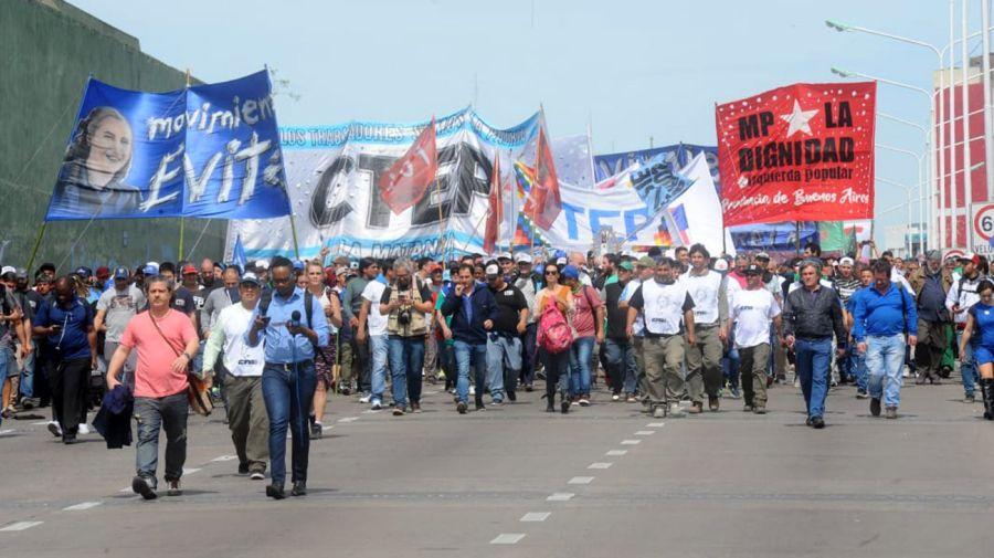 Son varias las organizaciones sociales que se sumaron a la marcha.