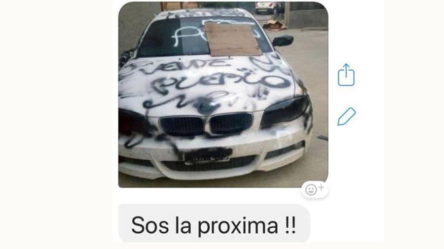 A Roxana Reyes le mandaron fotos de un auto pintado.
