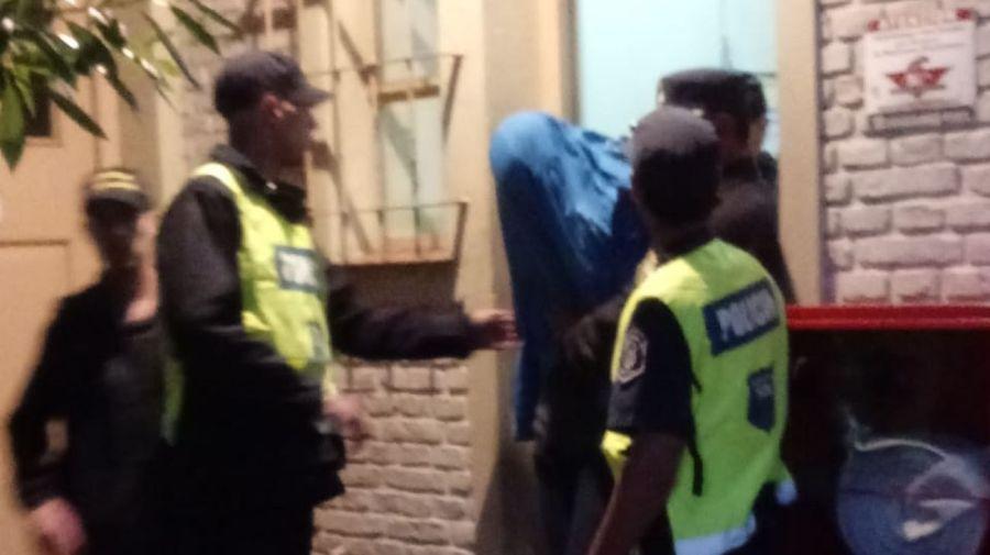 Así trasladaban al detenido por el crimen de Tandil