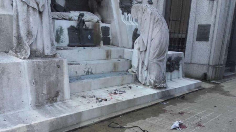 mausoleo-Ramón-Falcón-cementerio-Recoleta