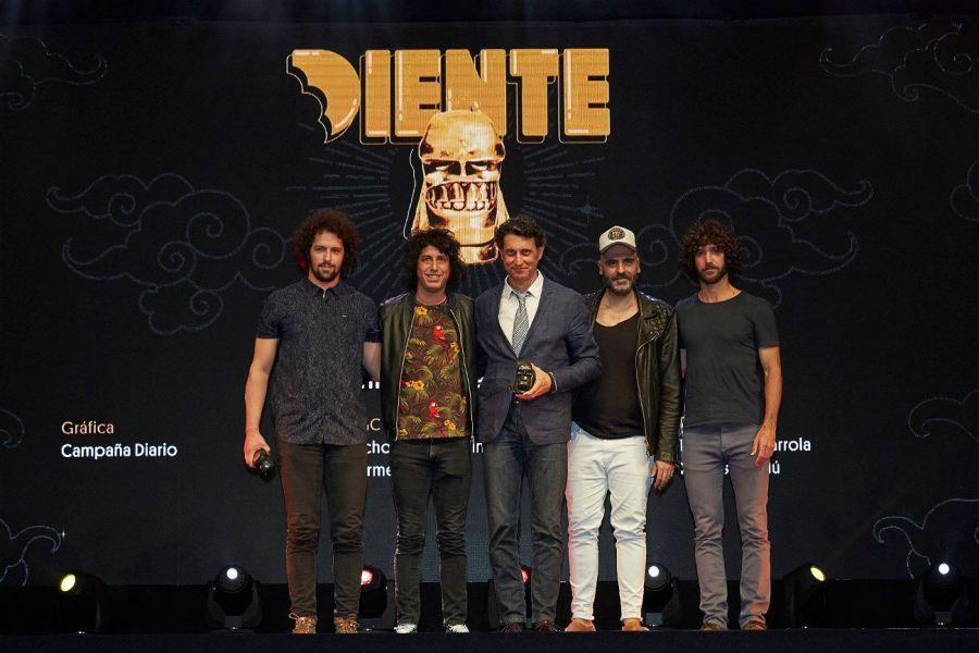 Perfil y The Juju durante la entrega del Oro en la categoría Gráfica.