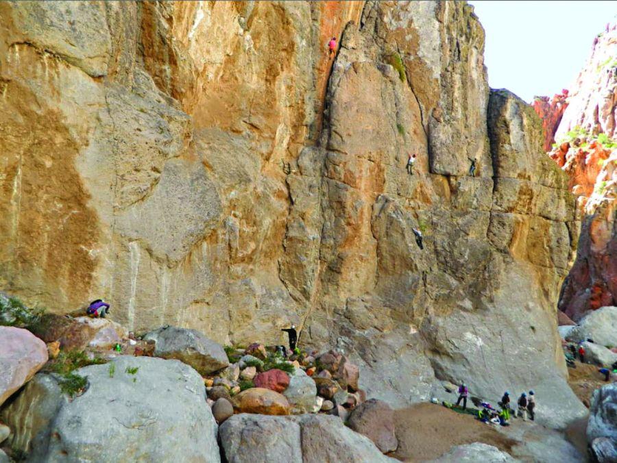 1205_Paredes que apasionan, una iniciación a la escalada