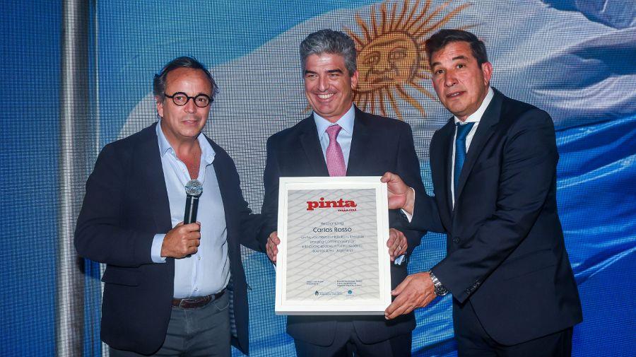El empresario Carlos Rosso, al recibir una distinción.
