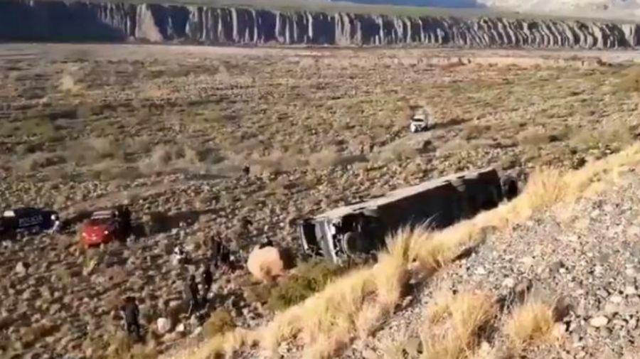 El micro de la empresa Ahumada, que desbarrancó rumbo a Mendoza.