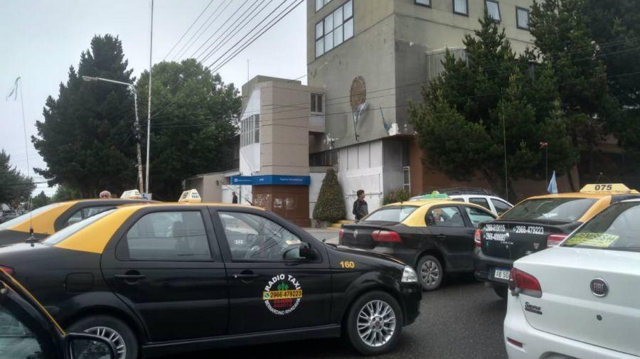 Protesta de taxistas contra Uber en Santa Cruz