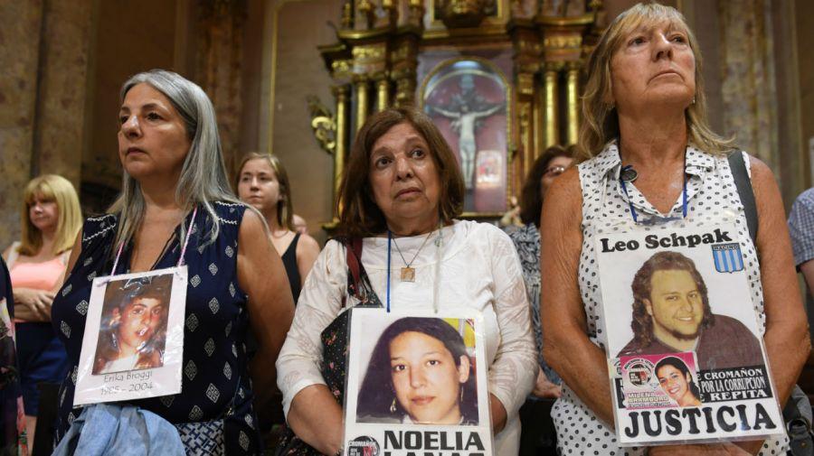 Familiares y sobrevivientes de la tragedia homenajearon a las 194 víctimas. Foto: Télam