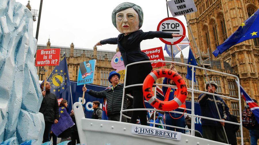 Otros manifestantes reclaman la llamada a una segunda votación por el brexit, algo que el Gobierno por ahora descarta.