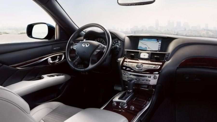 Infiniti Q70 Luxury Sedan 18012019 1